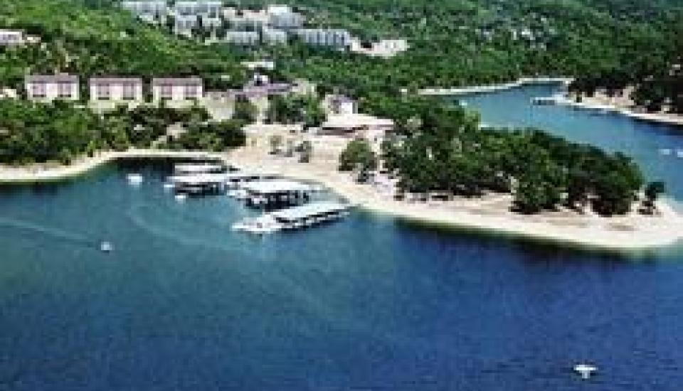 Escapes! to Branson Yacht Club - Slideshow Image 3