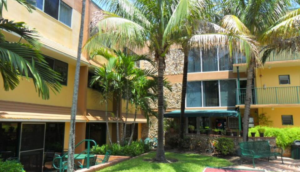 Surf Rider Resort - Slideshow Image 2